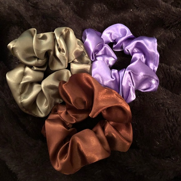 Accessories - Gold and lavender scrunchie set